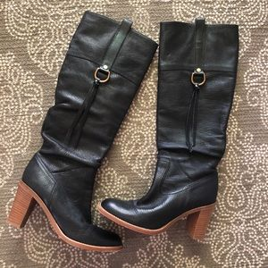 👢 Coach knee-high leather boots